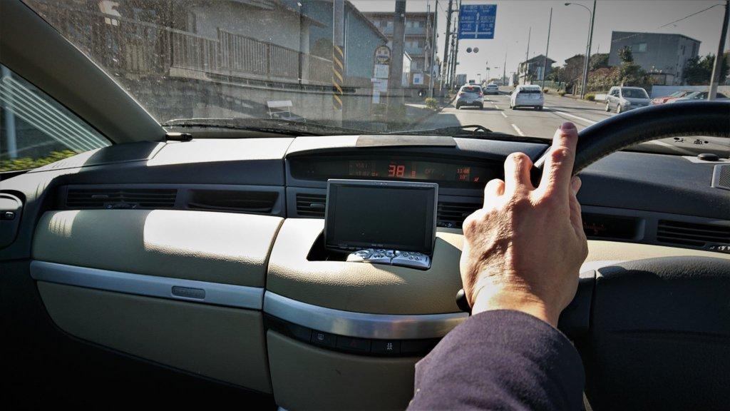 ルノー・アヴァンタイムの運転席からの画像