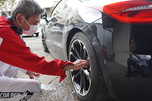 車のホイール洗浄