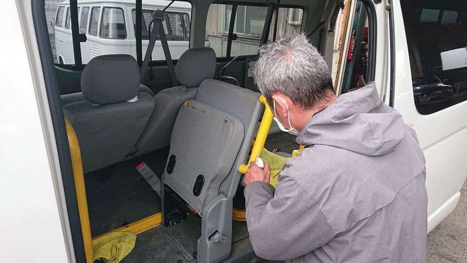介護送迎車両のルームクリーニング